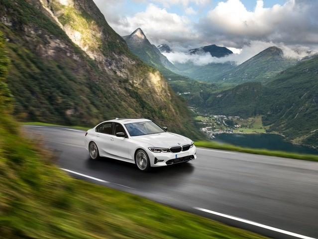 nuova SERIE 3 - BMW N°3