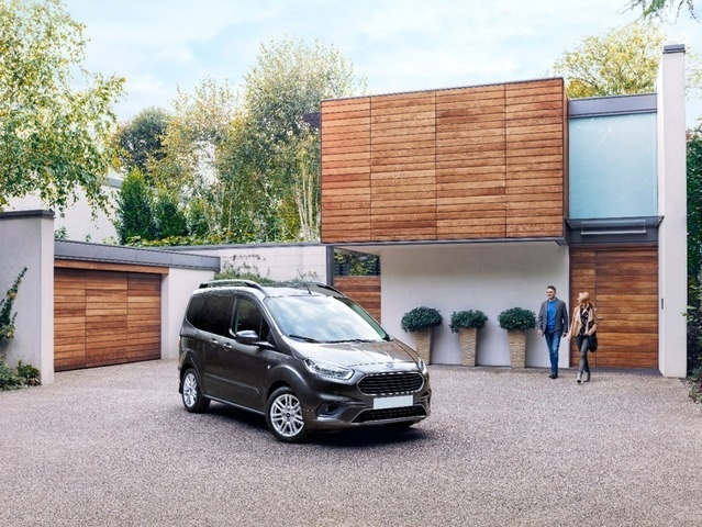 nuova TOURNEO COURIER - FORD