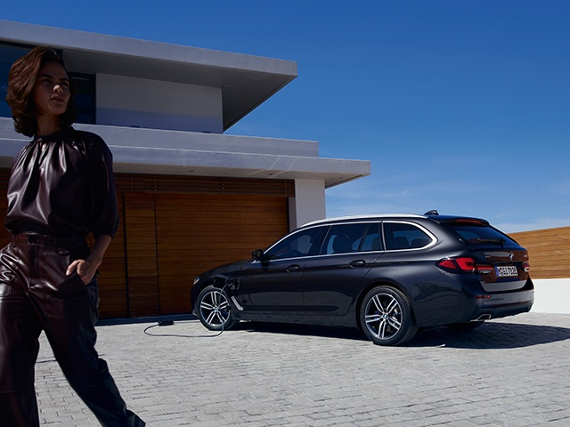 https://cdn-ic.caraffinity.it/big/BMW-SERIE-5-TOURING-202107.JPG