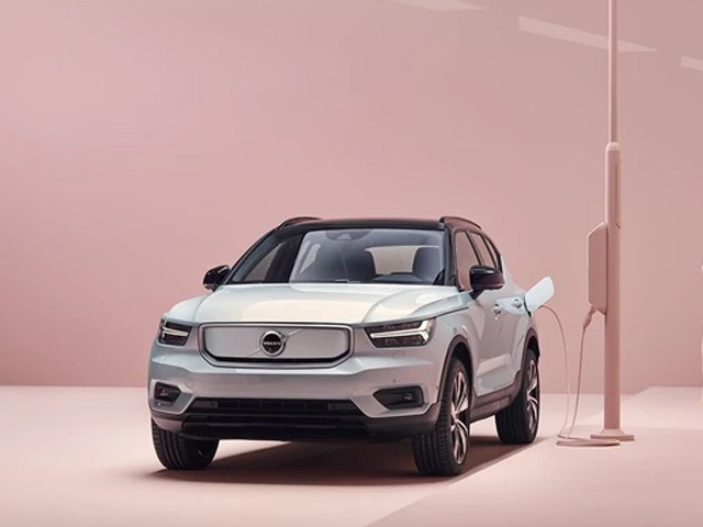 VOLVO XC40 RECHARGE ELECTRIC